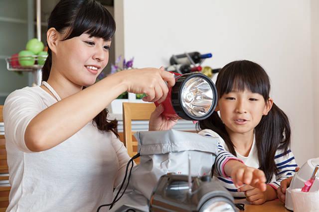 災害時お役立ちアイディア<停電・断水・防寒対策> 子どももママも安心!もしもの行動