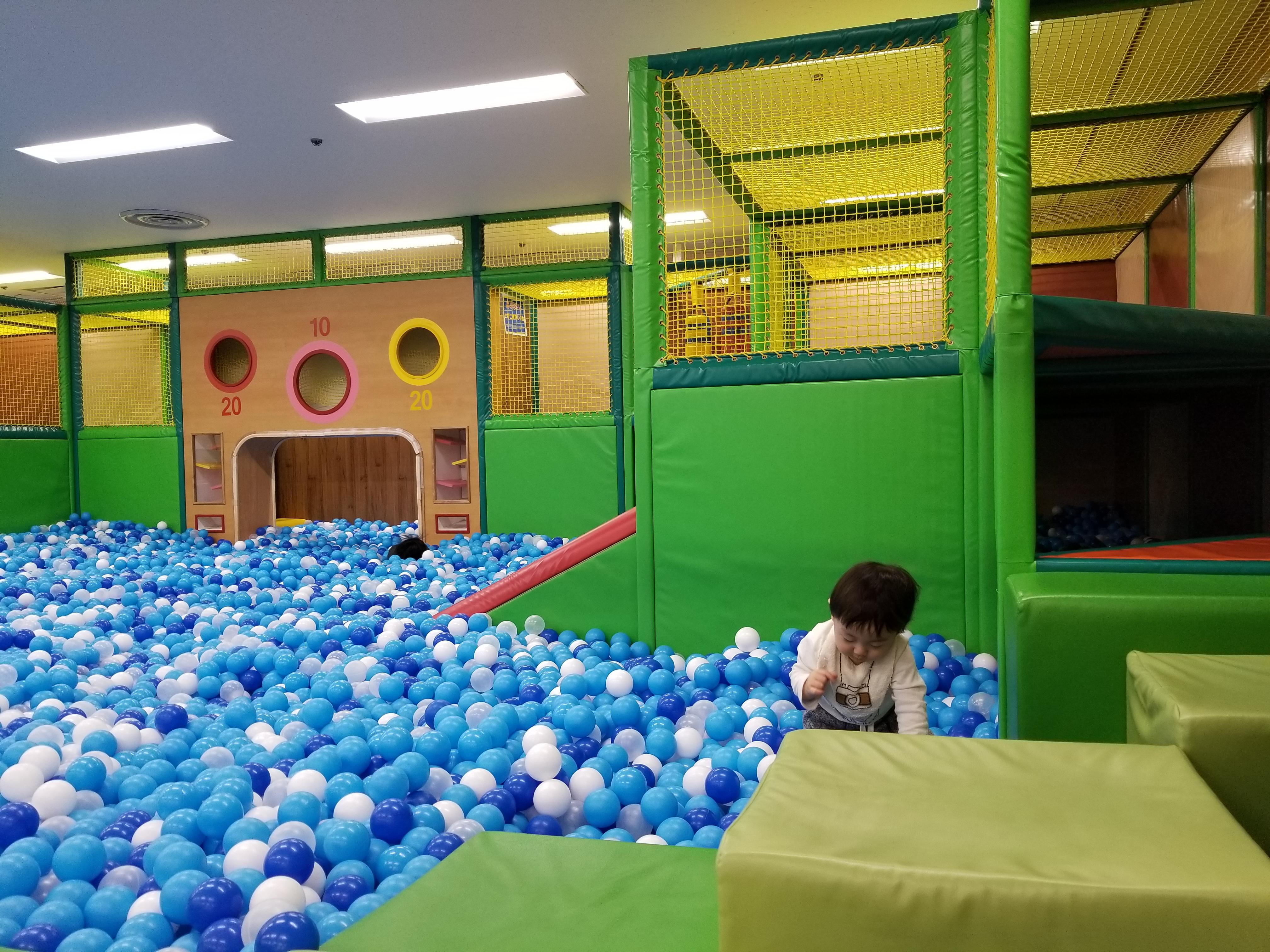 ボールプールと遊具