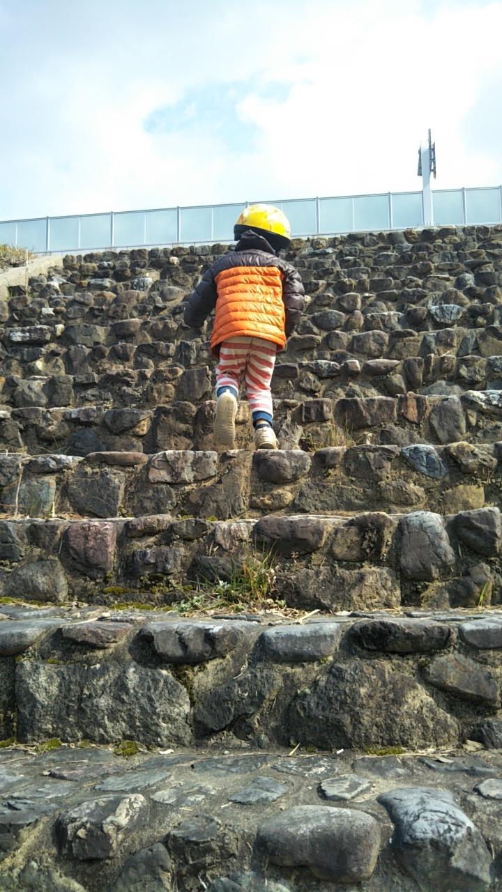 階段登って公園へ