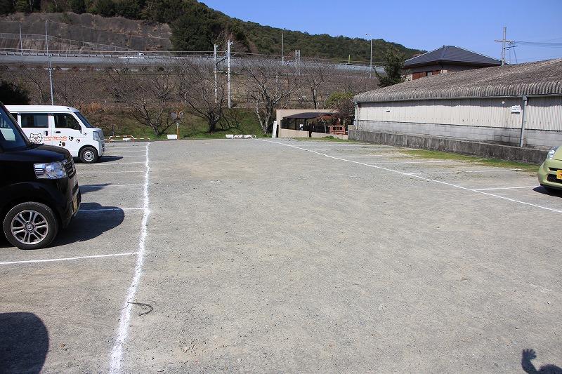 わんぱく王国周辺に駐車場があります。