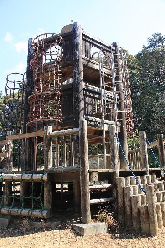 アスレチックのような形状の展望塔