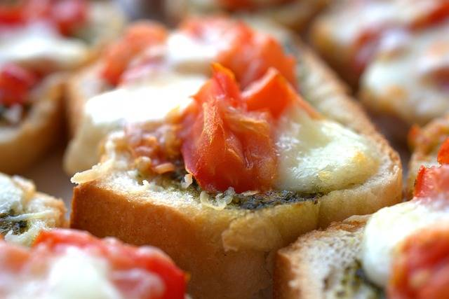 Bruschetta Pesto Mozzarella · Free photo on Pixabay (50955)